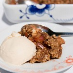 Crumble Cake with Apples and Cinnamon