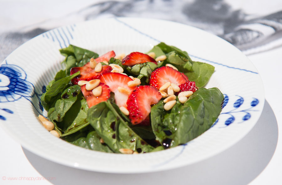 Salad with Strawberry and Pine Nuts